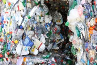 PET-Recycling Schweiz - Sortierung - PET-Ballen 3