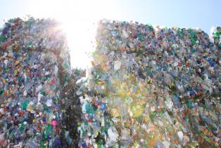 PET-Recycling Schweiz - Sortierung - PET-Ballen 2