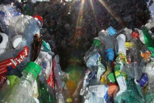 PET-Recycling Schweiz - Sortierung - PET-Ballen 1